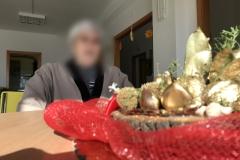 Rsa_Mottafollone_festa_di_Natale_ospite_centro_tavola_natalizio